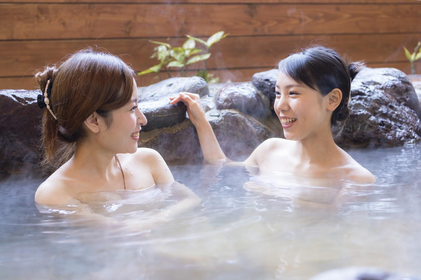 温泉にピアスをしたまま入っても、ピアスや身体は大丈夫?