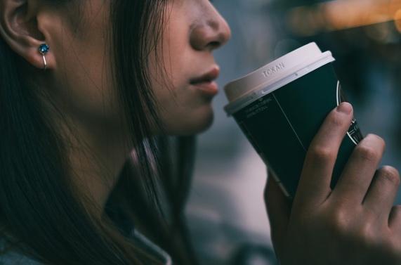 カフェインレスコーヒーの飲みすぎはからだに良くないの?